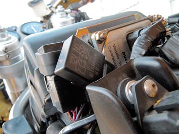 SS900_これがヘッドライト強化キットのリレー