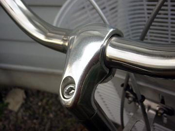 ついでの自転車のハンドルもピカピカ
