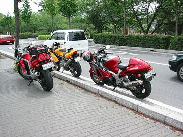 松本城の裏に集合